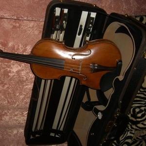 Продам мастеровую скрипку  19 века    066-5552765