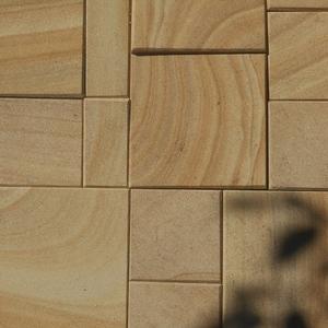 Плитка пиленная из камня песчаника природного.